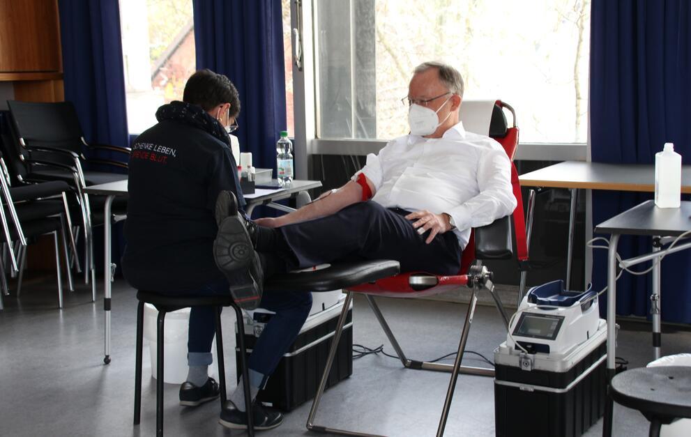 Ministerpräsident Weil dankt Blutspender:innen in Niedersachsen